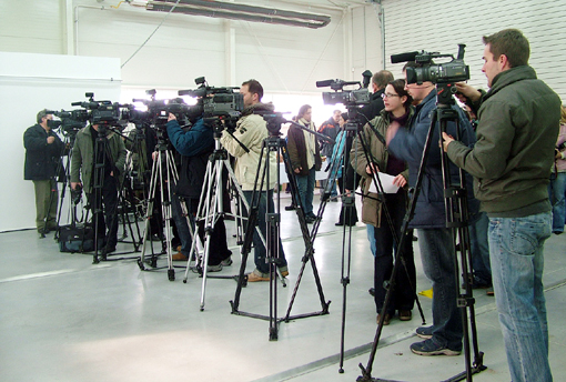 A-sajtótájékoztató-kezdetén