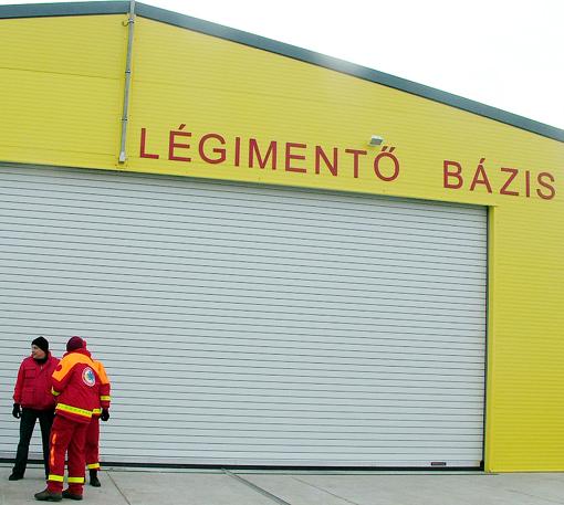 A hangár bejárata