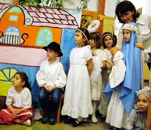 Az angyalok, Mária és Marika óvónéni.