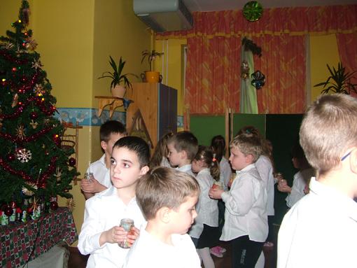 A karácsonyi ünnepség keretében tettük bejelentésünket a Szent Anna óviban.