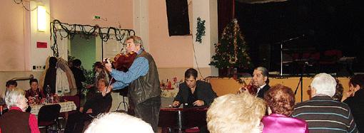 Ifj. Kállai Lajos, Bódi Károly és Ludányi István meglepetés muzsikával lepte meg a tagokat.