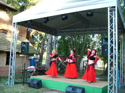 A Semiramis csoport hastáncosai állandó vendégei a rendezvénynek.
