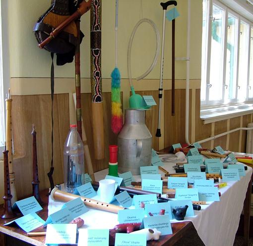 A hangszereket kiállításra Kovács Gábor bohányhádi muzsikustól kaptuk.