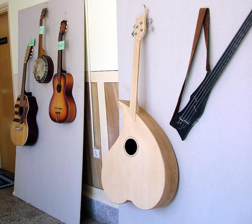 Hangszer különlegességek és ritkaságok a kiállításon.