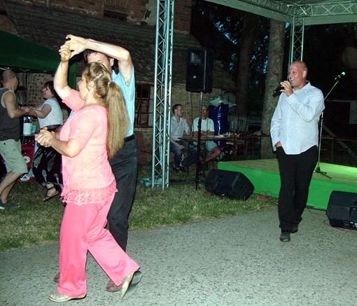 Volt egyszer egy táncdalfesztivál és a hangulat fokozódott.