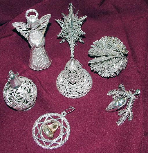 Ezek az ezüstöt idéző csodák Molnárné Julika gyűjteményéből valók.