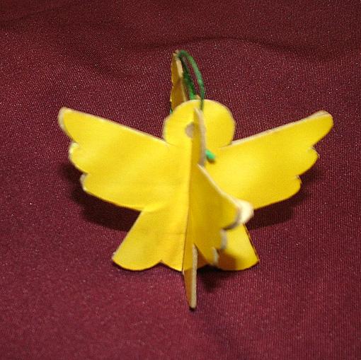 Homlokné Erzsike közel hét évtizede őrzi ezt az angyalkát.