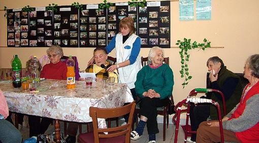 Az irodalmi vetélkedőben már együtt vettek részt a mosolygós vendégekkel.