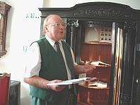 Verók István postavezető munka közben