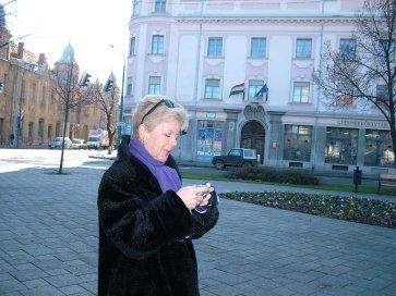 Fénykép készül a Kossuth térről.jpg