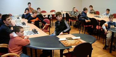 Gyermek sakkbajnokság kezdődött.jpg