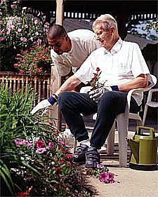 Akár irányíthatjuk a kerti munkákat, és gyönyörködhetünk az eredményben.jpg